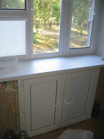 Холодильник под окном в хрущёвке