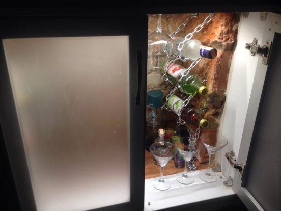 Бар в холодильнике под окном в хрущёвке