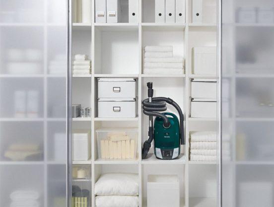 хранение пылесоса в шкафу купе