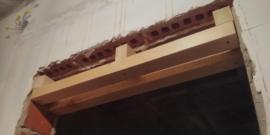 Как уменьшить дверной проем по высоте и ширине: способы и средства