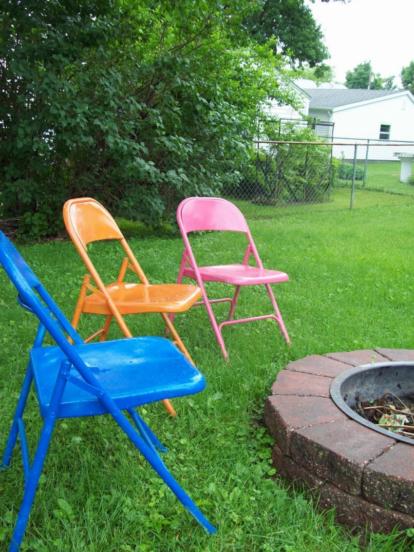 Складные стулья в саду