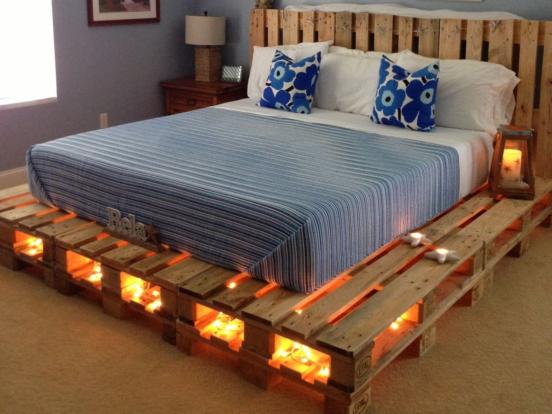 Широкая кровать из поддонов