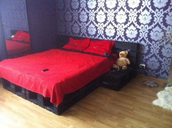 Кровать в черных тонах
