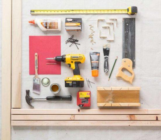 Инструменты для изготовления кровати-домика для ребенка