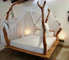 Кровать из паллет с балдахином