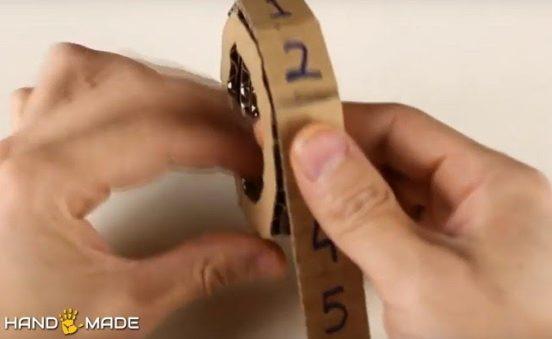Наклеивание картонной полоски