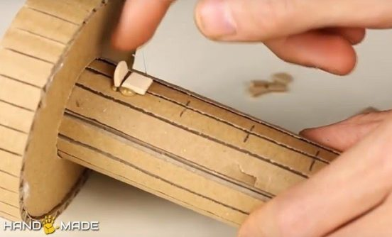 Наклеивание узких деревянных полосок